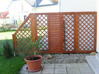 Ozdobné dřevěné mříže